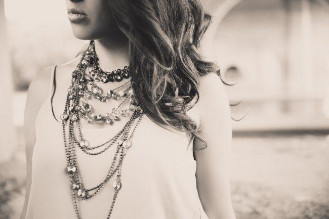 lifestyle jewelry photography black & white